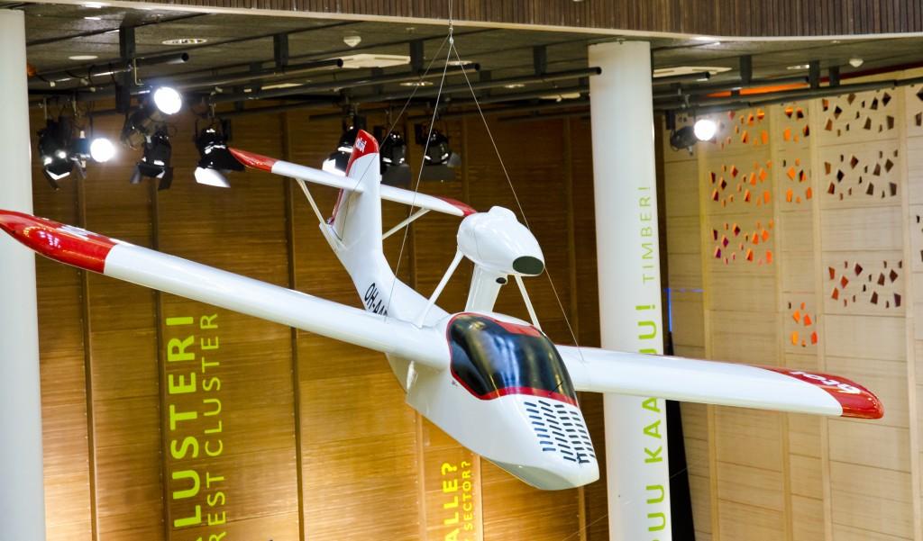 Atol Aviationin lentokoneen pienoismalli Pilkkeessä.