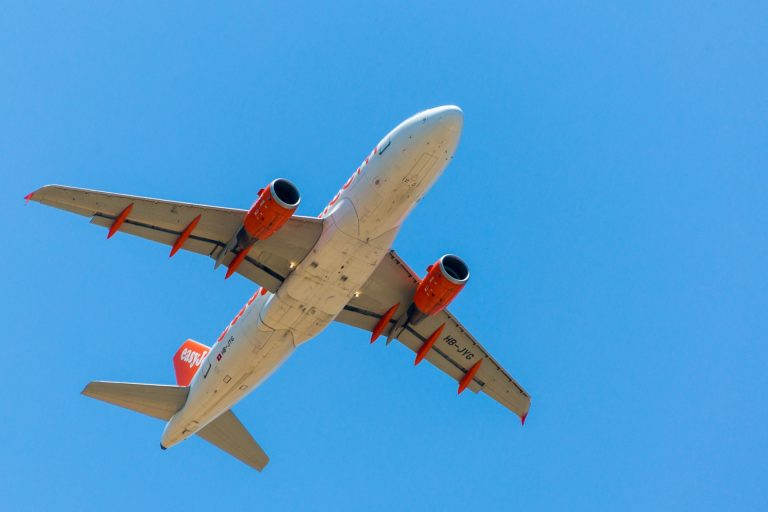 flying-plane-14678023588XZ