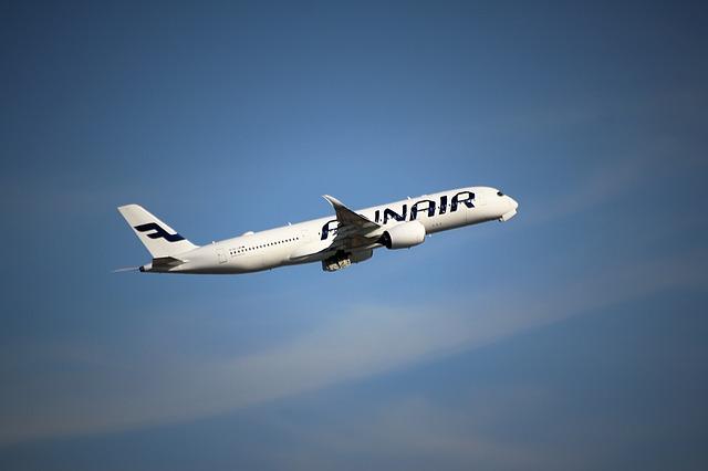 aircraft-1421918_640