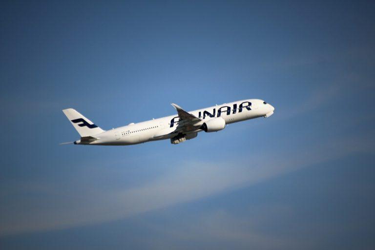 aircraft-1421918_1280