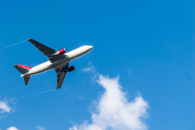 airplane-3243995_1280