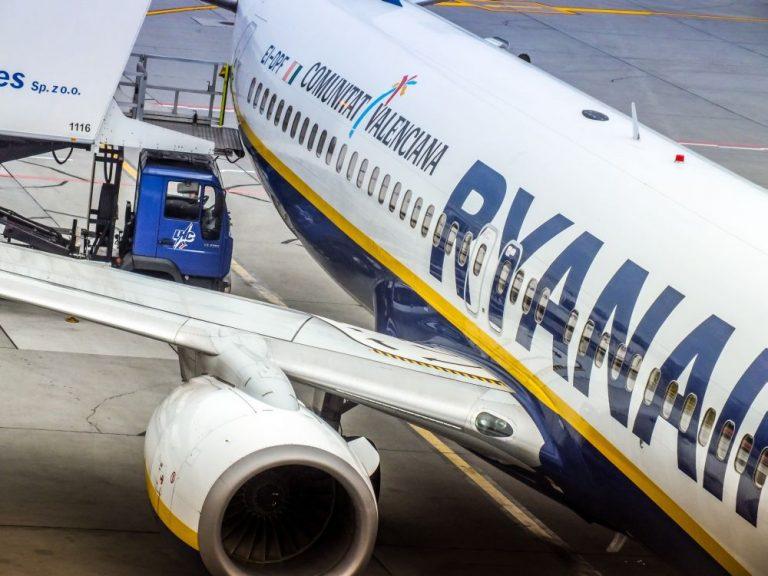 krakow-airport-balice-ryanair-boeing-737-0001