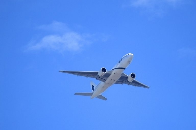 flying-plane-112799689812B3f