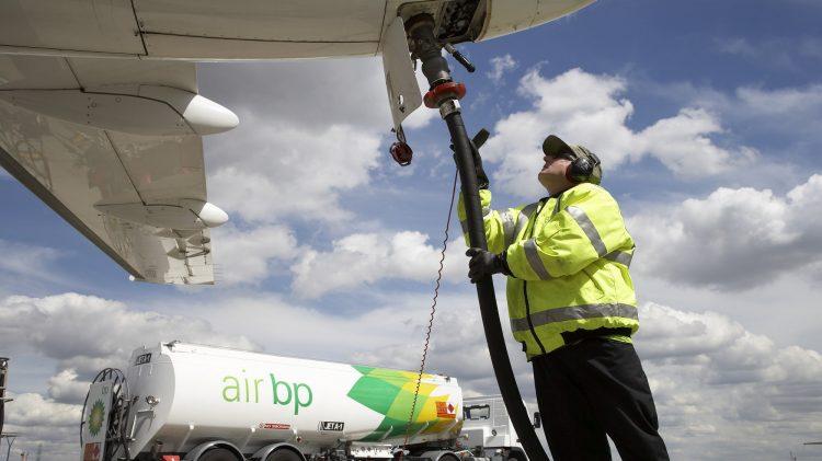 air_bp_refuels_an_operators_aircraft_2000x1125.jpg.img.750.medium